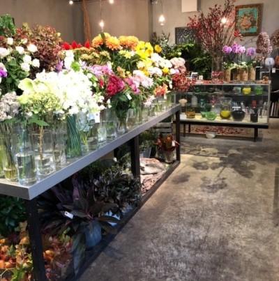 フルールサンクフラワーショップイビの店内の花の画像