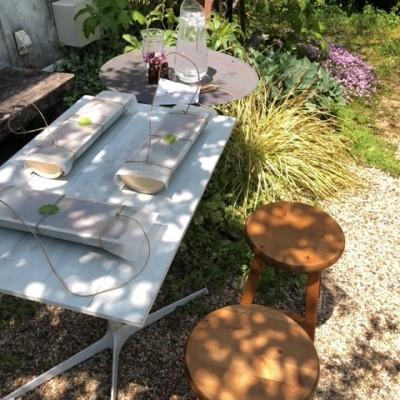 米ギャラリー大手前の青竹弁当を我が家の庭で食べる画像